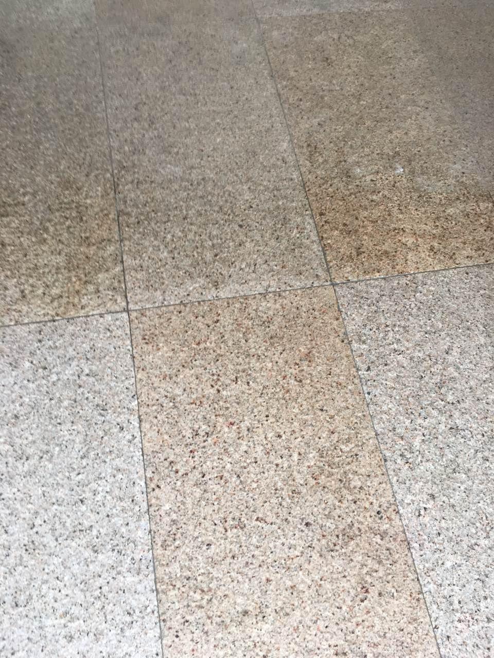 Beltéri csúszásmentes kőburkolat takarítás Rotowash ipari padlótisztító géppel