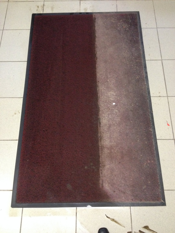 Szállodai belépő szőnyeg takarítása hideg vízzel Rotowash ipari szőnyegtisztító berendezéssel