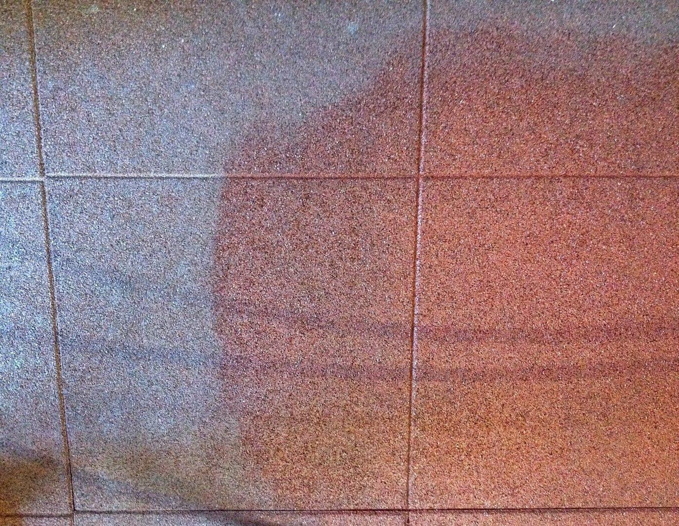 Fitness recortan gumi lapok takarítása vegyszermentesen csapvízzel Rotowash padlótisztító berendezéssel