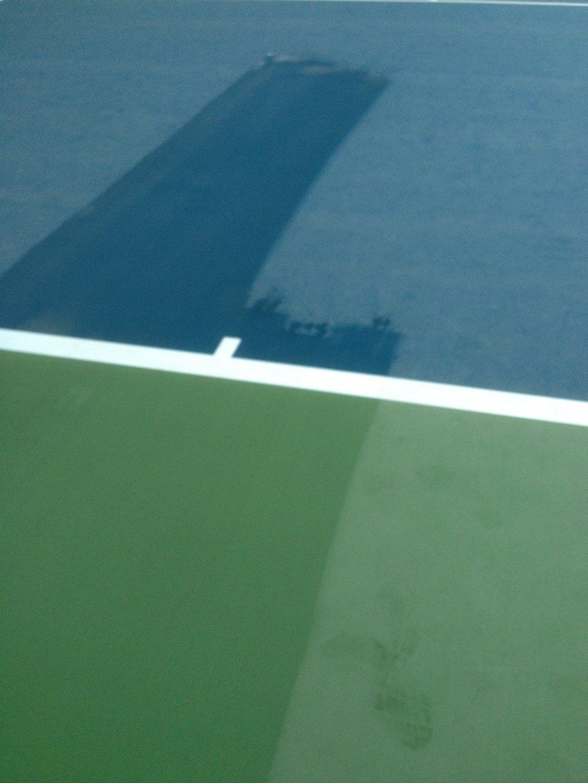 Teniszpálya csúszásmentes felület tisztítása csapvízzel Rotowash ipari padlósúroló berendezéssel