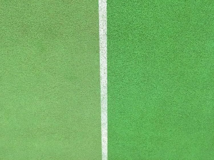 Sportpadló takarítás csapvízzel Rotowash padlósúroló berendezéssel