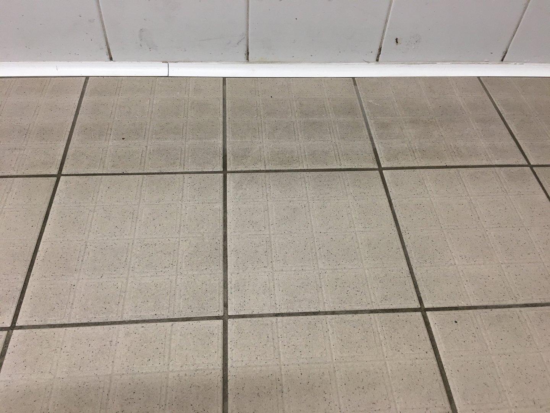 Irodai folyosó kőpadlózat tisztítása Rotowash padlótisztító berendezéssel