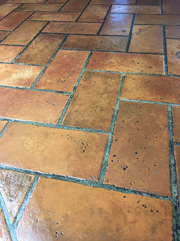 Pince étterem tégla padlózat takarítása Rotowash padlótisztító berendezéssel