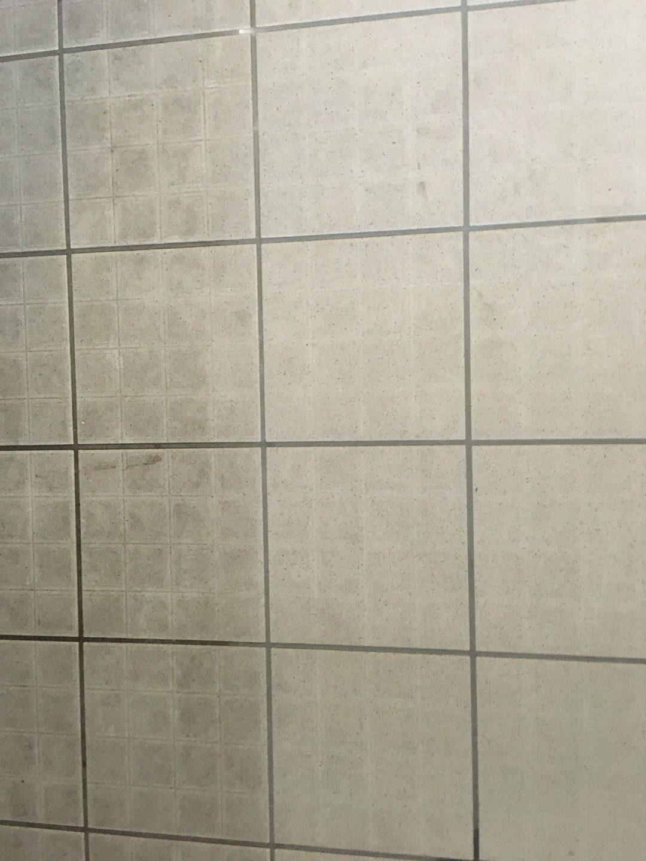 Beltéri kerámialap súrolása vegyszermentesen Rotowash ipari súroló géppel