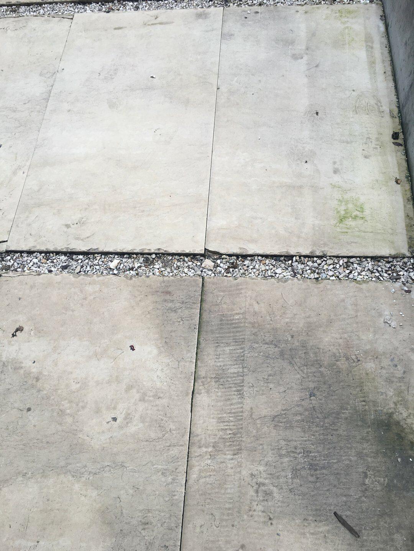 Beton járdalap takarítás csapvízzel Rotowash padlósúroló berendezéssel