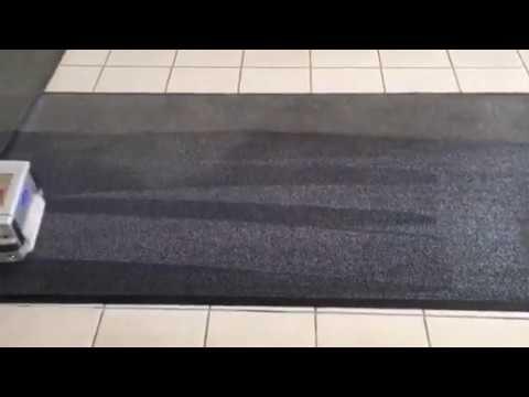 Lábtörlő takarítása Rotowash ipari szőnyegtisztító géppel