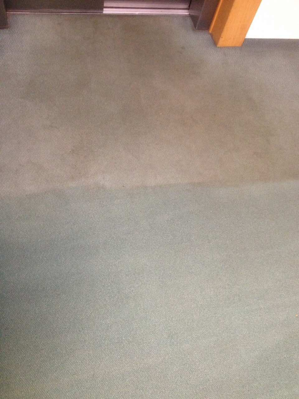 Lift előtti padlószőnyeg tisztítás Rotowash szőnyegtisztító géppel